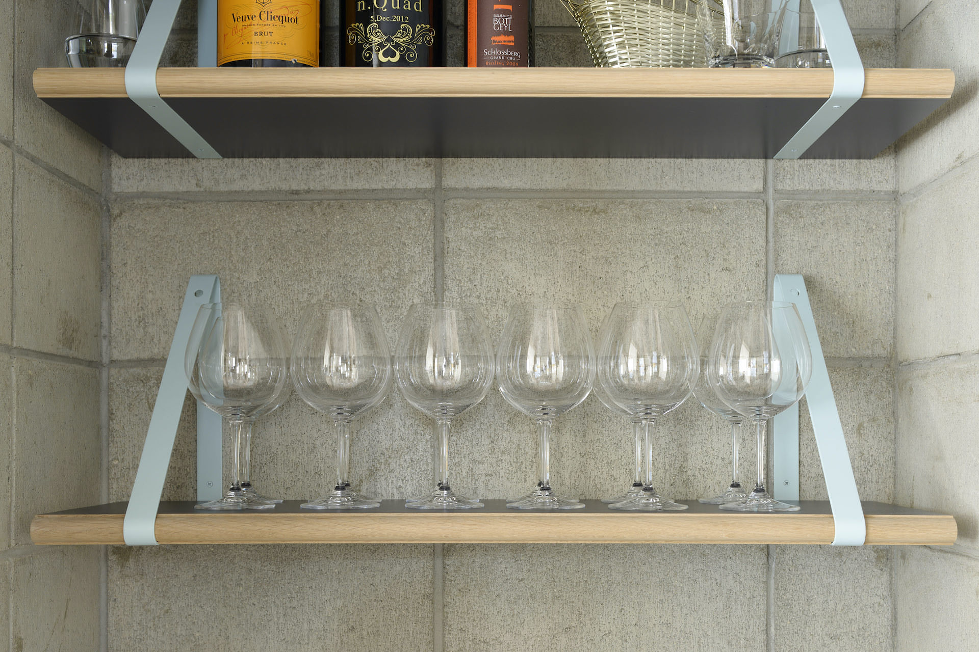 nq table / wine shelf